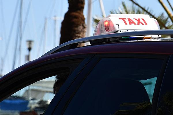 Przegroda pomiędzy pasażerem a kierowcą?