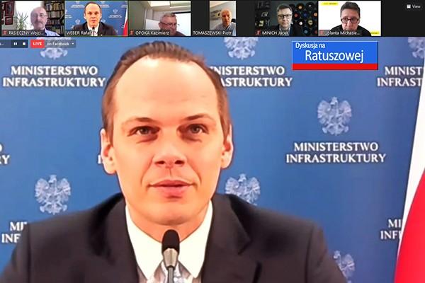 Pozostawiliśmy hulajnogi na chodniku, ale... - minister Rafał Weber