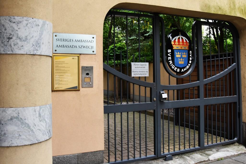 Foteliki montowane tyłem. Ambasada Szwecji. 23.5