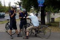 Strażnicy miejscy przeciwko pijanym cyklistom