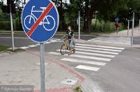 A na środku ścieżki rowerowej… znak drogowy