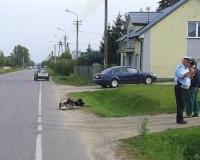 Wózek inwalidzki na poboczu