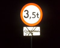 Zasłonięty znak drogowy