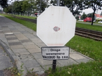 Znaki drogowe, których nie powinno być
