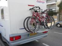 Przewóz rowerów i widoczność tablic rejestracyjnych