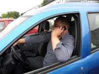 Za telefonowanie w czasie jazdy stracisz prawo jazdy