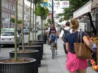 Kara dla rowerzysty jadącego na chodniku