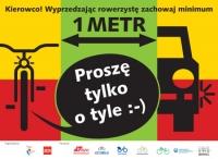 Wyprzedzając rowerzystę zachowaj minimum 1 metr