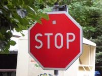 STOP! Zatrzymaj się!