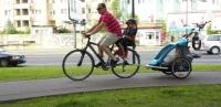 W foteliku rowerowym czy w przyczepce?