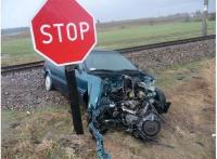 """Za ignorowanie znaku """"STOP"""" lub czerwonego światła zatrzymanie prawa jazdy - postulują kolejarze"""