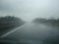 Jedź ostrożnie podczas deszczu