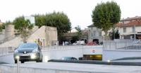 Nakaz całodobowej jazdy z włączonymi światłami mijania jest uzasadniony – twierdzi resort transportu