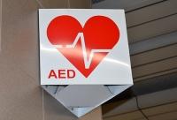 AED - Automatyczny Defibrylator Zewnętrzny - co to jest i jak działa?