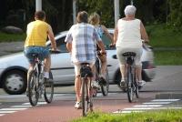 Należy doprowadzić do ograniczenia prędkości rowerzystów - wnioskuje poseł