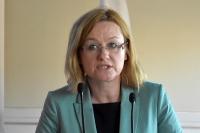 Justyna Skrzydło wymienia elementy wpływające na wzrost zagrożenia pieszych