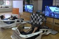 Komputerowe symulatory jazdy i urządzenia do mierzenia refleksu