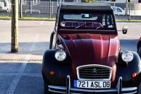 Citroën 2CV6. Dla czterech osób z koszykiem zawierającym 60 jaj
