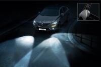 """Oszczędnie z klaksonem i """"mruganiem"""" światłami – jak prawidłowo komunikować się z innymi kierowcami?"""