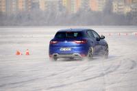 Zima za kierownicą – trenerzy bezpiecznej jazdy radzą jak się do niej przygotować?