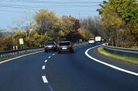 Niebezpieczny zakręt, awaryjne hamowanie na łuku – rady trenerów bezpiecznej jazdy