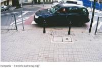 Uprasza się kierowców o parkowanie minimum 10 metrów od pasów
