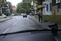 Marek Dworzecki. Przystanki autobusowe obok znaku P-4
