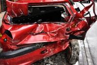 Gdy jedziemy z kierowcą bez prawa jazdy, przyczyniamy się do powstania szkody