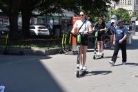 Na chodniku użytkownik UTO ma: jechać powoli, zachować szczególną ostrożność i ustępować pieszym – informuje Ministerstwo Infrastruktury