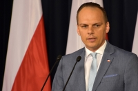 Jazda na światłach mijania w dzień pozostaje - informuje Rafał Weber