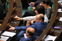 Sejmu VIII kadencji uchwalił tzw. korytarz życia i jazdę na suwak