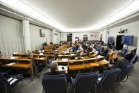Senat uchwalił. Pakiet antykryzysowy wraca do izby niższej