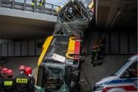 Tragiczny wypadek autobusu komunikacji miejsiej: 1 ofiara śmiertelna, 20 osób rannych